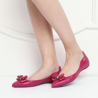 С каким цветом платья сочетаются красные туфли
