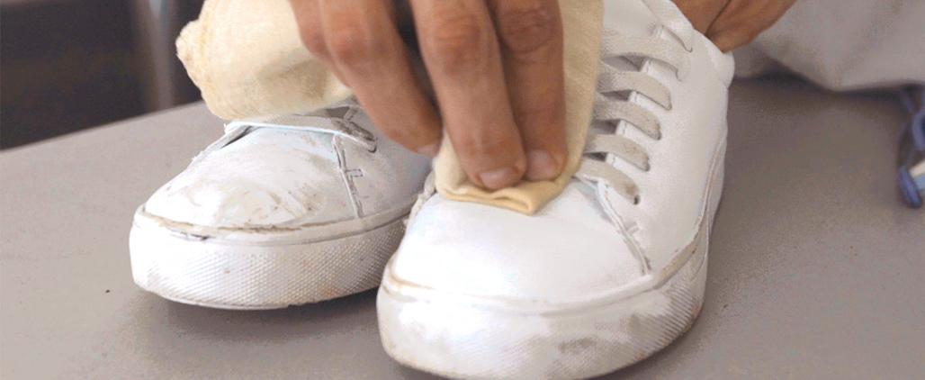 Как отмыть и почистить белые кроссовки