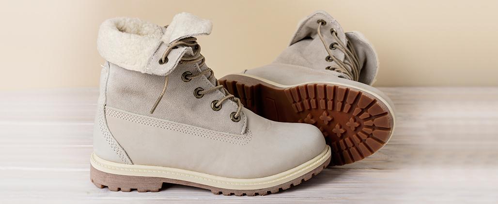 Как почистить светлую замшевую обувь?