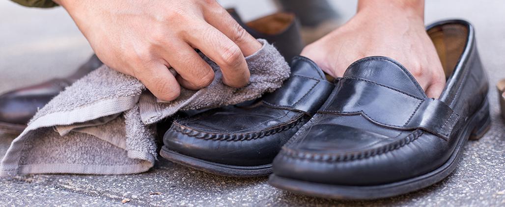 Как убрать клей с обуви?