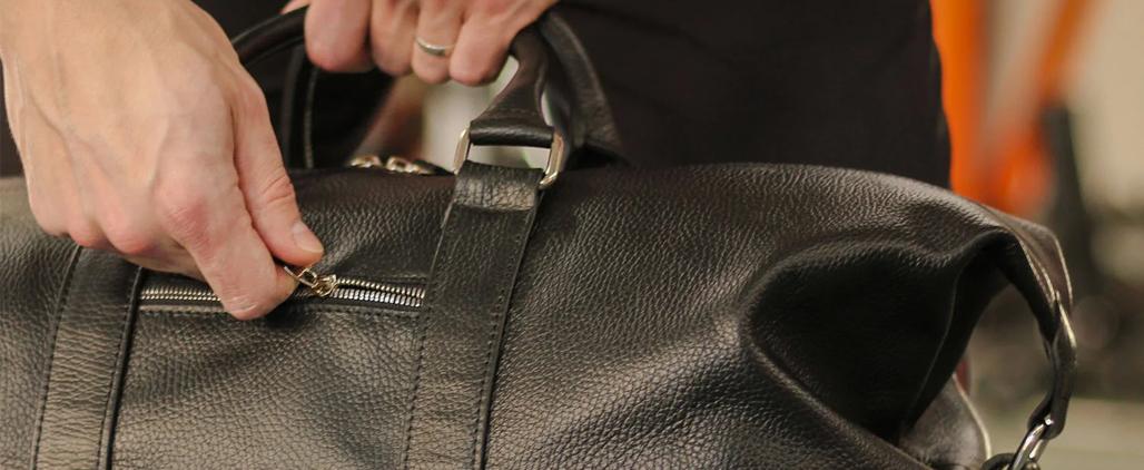Как убрать заломы на кожаной сумке и восстановить форму?