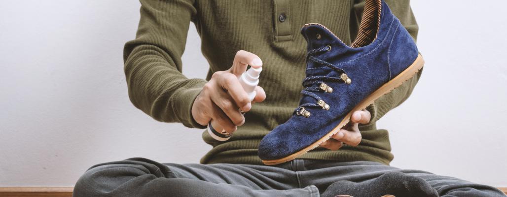 Как пользоваться водоотталкивающим спреем для обуви